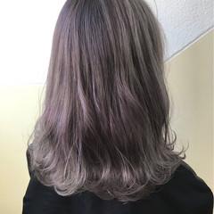 ミルクティー ラベンダーアッシュ セミロング ストリート ヘアスタイルや髪型の写真・画像