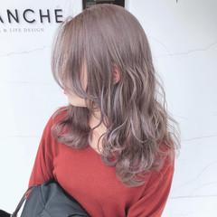 ナチュラル セミロング ブリーチカラー ハイトーンカラー ヘアスタイルや髪型の写真・画像