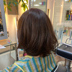 レッド レッドカラー ゆるふわパーマ フェミニン ヘアスタイルや髪型の写真・画像