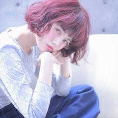 コーラル ピンク 外国人風 ボブ ヘアスタイルや髪型の写真・画像