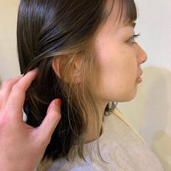 ベージュゴールド ミルクティーベージュ イヤリングカラー フェミニン ヘアスタイルや髪型の写真・画像