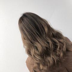 コントラストハイライト 3Dハイライト セミロング バレイヤージュ ヘアスタイルや髪型の写真・画像