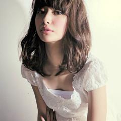 大人女子 ミディアム 小顔 色気 ヘアスタイルや髪型の写真・画像