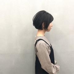 ショートボブ ナチュラル 前下がりショート ショート ヘアスタイルや髪型の写真・画像