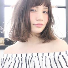 グレージュ ミディアム 透明感 外国人風 ヘアスタイルや髪型の写真・画像