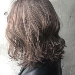 ハイライト アッシュベージュ ナチュラル ミディアム ヘアスタイルや髪型の写真・画像
