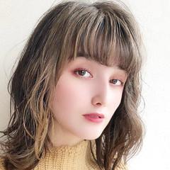 大人ハイライト ミディアム 極細ハイライト フェミニン ヘアスタイルや髪型の写真・画像