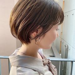 ショートボブ デート 大人かわいい ナチュラル ヘアスタイルや髪型の写真・画像