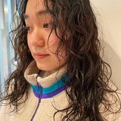 個性的 前髪パーマ 無造作パーマ パーマ ヘアスタイルや髪型の写真・画像