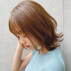 簡単スタイリング ナチュラル レイヤーカット 外ハネ ヘアスタイルや髪型の写真・画像