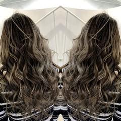イルミナカラー ロング グラデーションカラー グレージュ ヘアスタイルや髪型の写真・画像