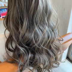アッシュグレージュ モード 艶髪 ミルクティーグレージュ ヘアスタイルや髪型の写真・画像