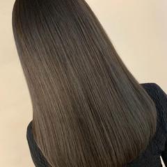 セミロング オリーブグレージュ ラベンダーグレージュ アッシュグレージュ ヘアスタイルや髪型の写真・画像