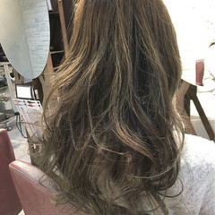 ゆるふわ ハイライト ガーリー アッシュ ヘアスタイルや髪型の写真・画像
