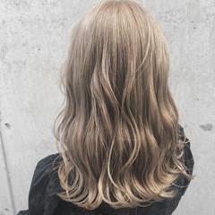 かわいい フェミニン 表参道 ブロンドカラー ヘアスタイルや髪型の写真・画像