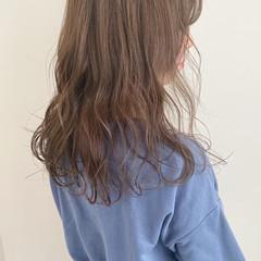 ミルクティーベージュ ブリーチなし ミルクティーグレージュ 無造作ヘア ヘアスタイルや髪型の写真・画像