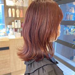 チェリーレッド くびれカール ミディアム レッド ヘアスタイルや髪型の写真・画像