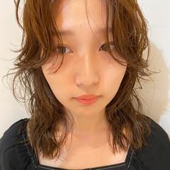 くせ毛風 個性的 セミロング パーマ ヘアスタイルや髪型の写真・画像