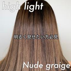 ロング エレガント ベージュ グラデーションカラー ヘアスタイルや髪型の写真・画像