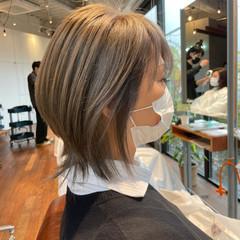 ウルフカット ウルフレイヤー 大人ハイライト フェミニン ヘアスタイルや髪型の写真・画像