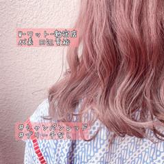 ミディアム ピンクベージュ 切りっぱなしボブ ガーリー ヘアスタイルや髪型の写真・画像