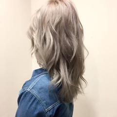 ガーリー ホワイト ハイトーン ホワイトアッシュ ヘアスタイルや髪型の写真・画像