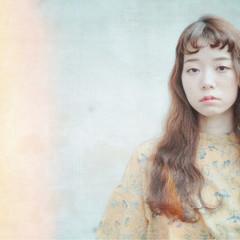 ショートバング 無造作 ガーリー 波ウェーブ ヘアスタイルや髪型の写真・画像