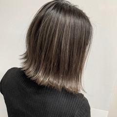 ボブ ナチュラルベージュ フェミニン 切りっぱなしボブ ヘアスタイルや髪型の写真・画像
