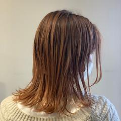 ピンクベージュ ナチュラル ミディアム オレンジカラー ヘアスタイルや髪型の写真・画像