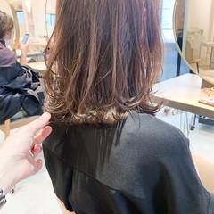 ミディアム 前髪あり フェミニン ミディアムレイヤー ヘアスタイルや髪型の写真・画像