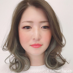 巻き髪 波ウェーブ オリーブグレージュ インナーカラー ヘアスタイルや髪型の写真・画像