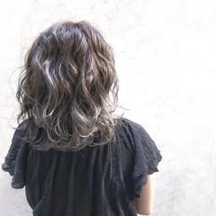 ミディアム アッシュ ベージュ ラベンダー ヘアスタイルや髪型の写真・画像