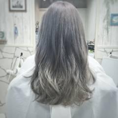 外国人風カラー グレージュ ロング アッシュ ヘアスタイルや髪型の写真・画像