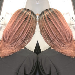 レイヤーカット ミディアムレイヤー オレンジベージュ ミディアム ヘアスタイルや髪型の写真・画像