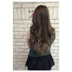 外国人風 グラデーションカラー グレージュ ロング ヘアスタイルや髪型の写真・画像
