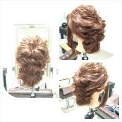フィッシュボーン ヘアアレンジ ねじり 編み込み ヘアスタイルや髪型の写真・画像