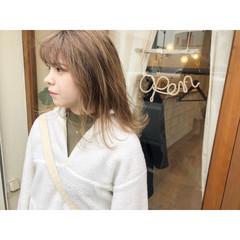 ナチュラル ミルクティーグレージュ ミルクティーブラウン セミロング ヘアスタイルや髪型の写真・画像