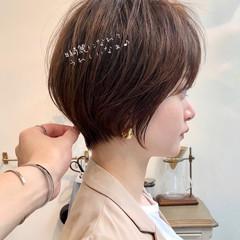 ショート 前髪あり シースルーバング フェミニン ヘアスタイルや髪型の写真・画像