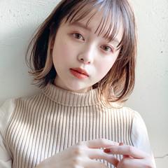 デジタルパーマ ミルクティーベージュ アンニュイほつれヘア オフィス ヘアスタイルや髪型の写真・画像