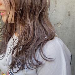 セミロング ミルクティーグレージュ ラベンダーグレージュ グレージュ ヘアスタイルや髪型の写真・画像