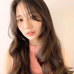 ロングヘアスタイル レイヤーロングヘア ナチュラル レイヤーカット ヘアスタイルや髪型の写真・画像