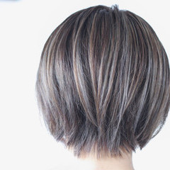 ショートボブ ナチュラル ハイライト 極細ハイライト ヘアスタイルや髪型の写真・画像