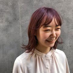 ミディアム ピンクベージュ ガーリー インナーカラー ヘアスタイルや髪型の写真・画像