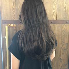 ロング ニュアンス マット カーキアッシュ ヘアスタイルや髪型の写真・画像