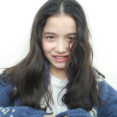 グレー 暗髪 透明感 セミロング ヘアスタイルや髪型の写真・画像
