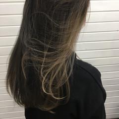 ミルクティーベージュ インナーカラー セミロング アッシュ ヘアスタイルや髪型の写真・画像