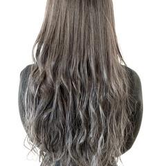ガーリー グレージュ ロング ダブルカラー ヘアスタイルや髪型の写真・画像