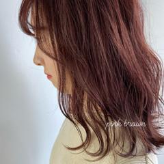 セミロング ピンク ガーリー ピンクベージュ ヘアスタイルや髪型の写真・画像