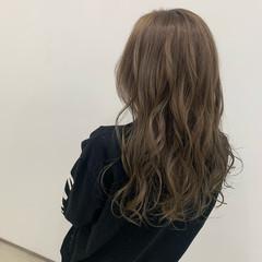 グレージュ ナチュラル ミルクティーグレージュ ロング ヘアスタイルや髪型の写真・画像