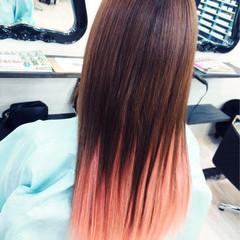 個性的 ピンク グラデーションカラー ストレート ヘアスタイルや髪型の写真・画像